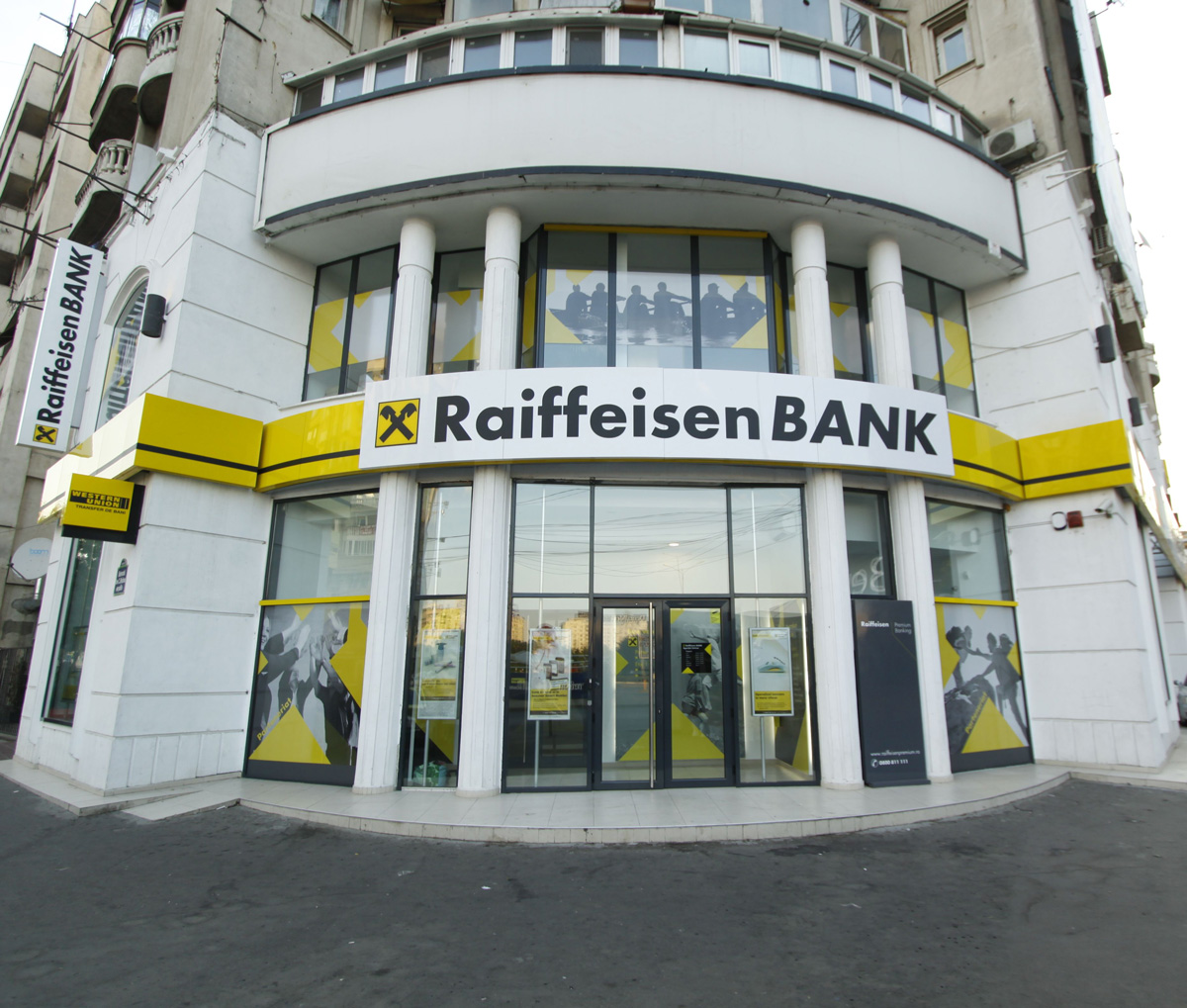 Imagini Raiffeisen Bank